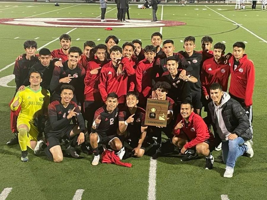 SHS Soccer Earns 3rd Straight Conference Title
